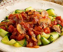 Tallarines de Calabacín con Salsa de Tomate y Champiñón